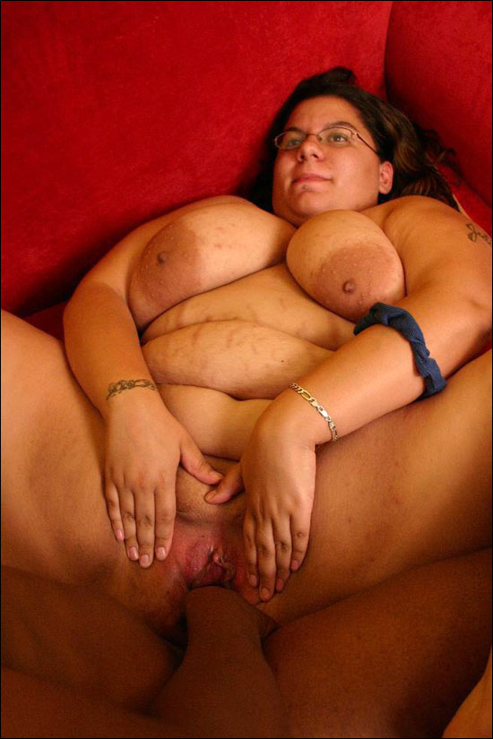 Hot interracial fuck featuring bbw Jewelz spreading her pussy wide to take a intense black cock cramming in these pics over here