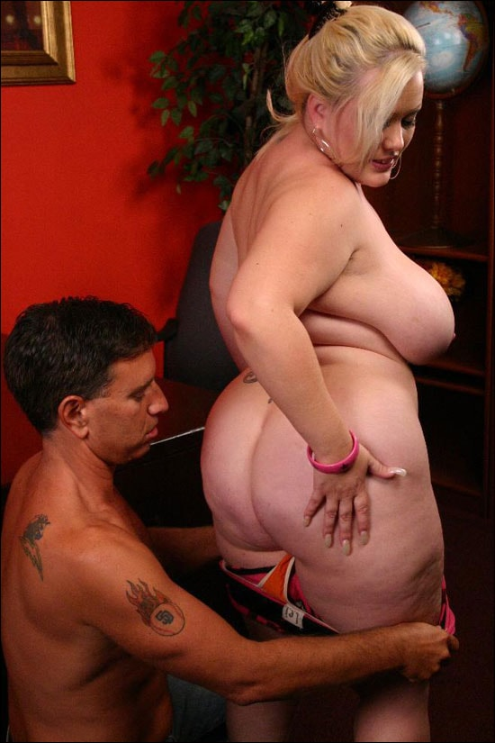 A pretty blonde tattoed plumper named Bunny strips down to zero and then she goes down and starts working a huge erect cock with her mouth and then with her well shaven fat pussy